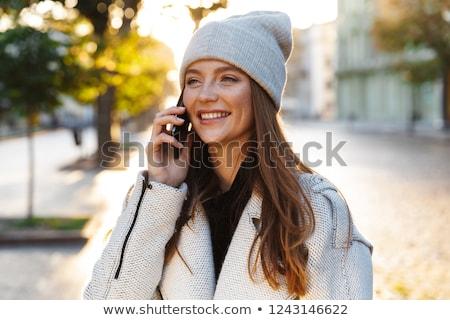 gelukkig · jonge · vrouw · hoed · lopen · straat - stockfoto © deandrobot