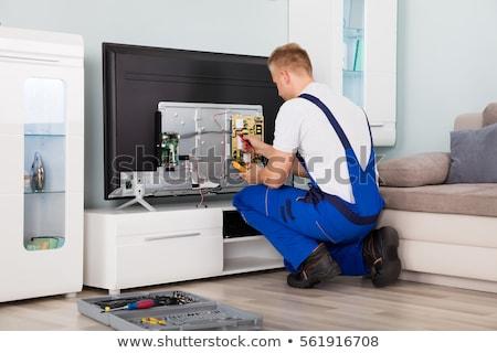 technikus · installál · tv · készülék · felső · doboz · otthon - stock fotó © andreypopov