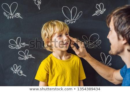 Jongen donkere vader bijten zalf Blackboard Stockfoto © galitskaya