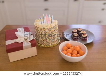 Lezzetli doğum günü pastası hediye kutusu kırmızı kadife Stok fotoğraf © wavebreak_media