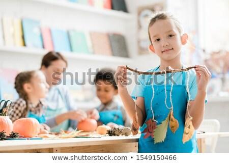Joli écolière tablier groupe Photo stock © pressmaster
