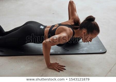 Sterke jonge vrouw benen bal geschikt Stockfoto © darrinhenry