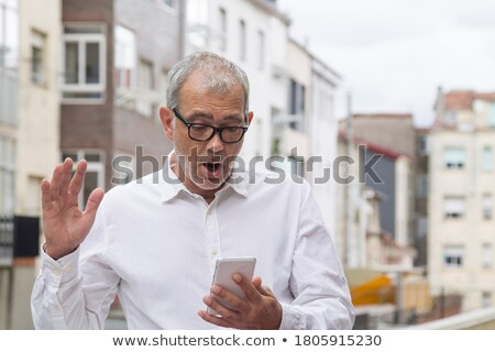 Stockfoto: Verwonderd · senior · zakenman · gebaar · mobiele · telefoon · laptop