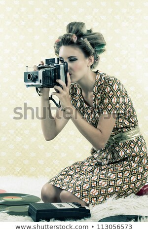 cb4db46d318a06 Retro vrouw oude camera witte jurk Stockfoto © maros b