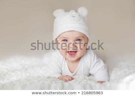 молодые · ребенка · играет · игрушками · мнение · глядя · вниз - Сток-фото © mlyman