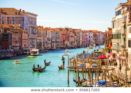 gondola · turisták · csatorna · Velence · öreg · épületek - stock fotó © artjazz