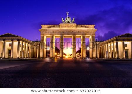 Brandenburgi kapu éjszaka Berlin Németország út épület Stock fotó © vladacanon