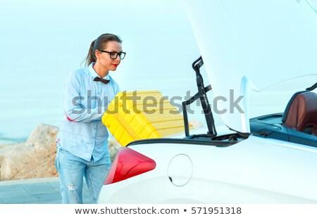 女性 荷物 戻る 車 若い女性 スーツケース ストックフォト © vlad_star