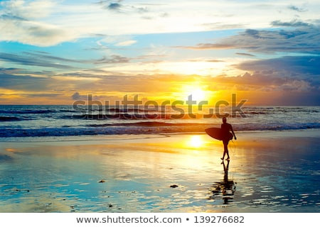 Stockfoto: Surfer · zonsondergang · bali · eiland · surfboard · lopen