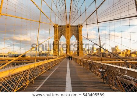 Słynny most taksówka samochodu miasta panoramę Zdjęcia stock © vwalakte