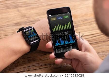 férfi · mobil · mutat · szívdobbanás · gyakoriság · kéz - stock fotó © andreypopov
