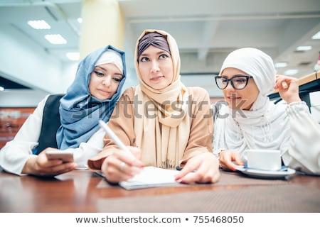 Gruppe drei glücklich muslim Frauen Studenten Stock foto © deandrobot