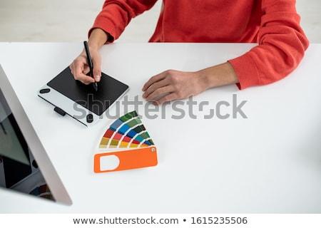 Eller genç web tasarımcı pikap iğnesi Stok fotoğraf © pressmaster