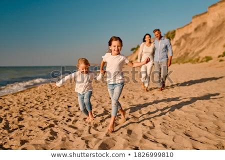 Foto d'archivio: Famiglia · quattro · tramonto · acqua · mani · nubi