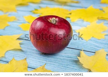 kırmızı · elma · eski · ahşap · ahşap - stok fotoğraf © marimorena