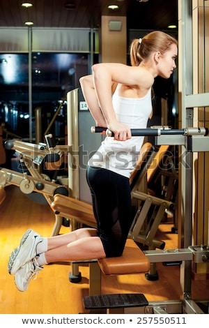 прессы машина трицепс женщину тренировки сидеть Сток-фото © lunamarina