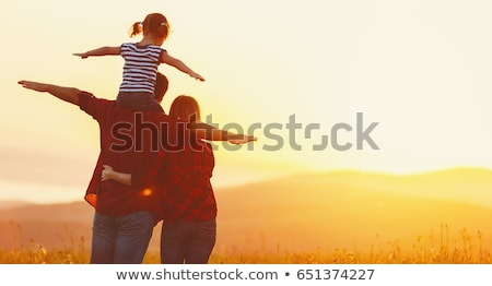 Gelukkig gezin zonsondergang illustratie kinderen gelukkig natuur Stockfoto © adrenalina