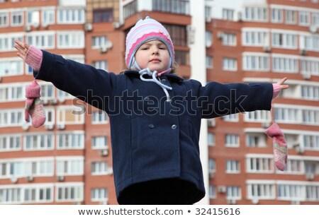 Küçük kız boşanmış eller Bina el yüz Stok fotoğraf © Paha_L