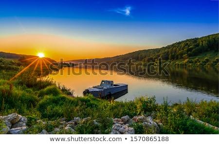 Tekneler nehir katedral mesafe ağaçlar Stok fotoğraf © ndjohnston