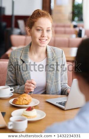 informal · reunión · grupos · conversación · colorido - foto stock © pressmaster