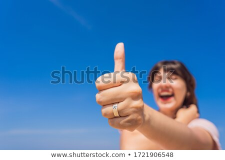 Mulher anel avião diversão praia assistindo Foto stock © galitskaya
