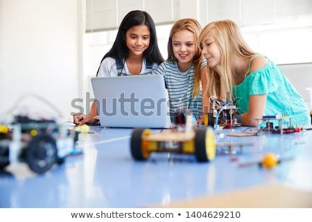 drie · vrouwelijke · studenten · studeren · laptops · vrouw - stockfoto © photography33