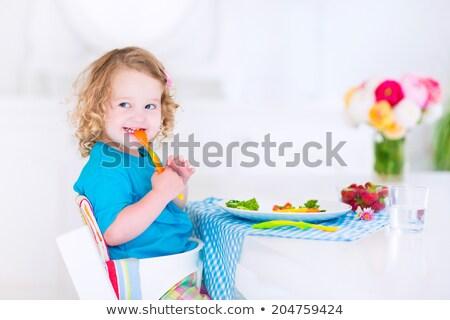 Giovani bambino mangiare pomodori alto sedia Foto d'archivio © gewoldi