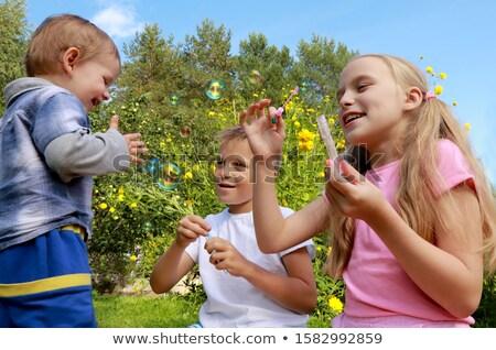 para · cima · bolhas · de · sabão · grama · verão · feliz - foto stock © natalinka