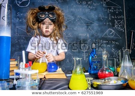 Meisje experiment boom bos kind wetenschap Stockfoto © IS2