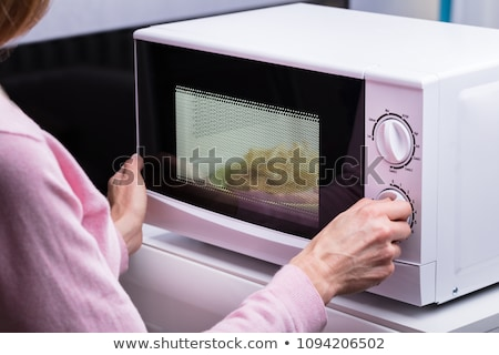 nő · hőmérséklet · mikró · sütő · közelkép · mosolyog - stock fotó © andreypopov