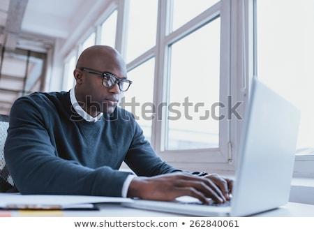 dalgın · işadamı · çalışma · dizüstü · bilgisayar · odaklı · oturma - stok fotoğraf © dolgachov