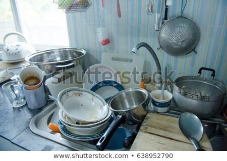 mujer · pie · encimera · de · la · cocina · retrato · hermosa - foto stock © andreypopov