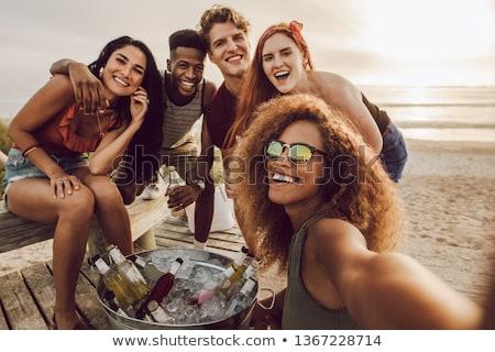 souriant · caméra · amis · femme · voiture - photo stock © dolgachov