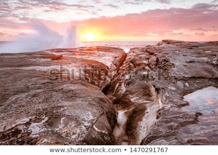Olas Splash hasta rocas costa Sydney Foto stock © lovleah