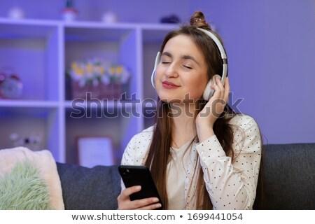 少女 音楽を聴く ヘッドホン 小さな ストックフォト © lichtmeister