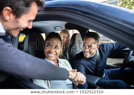 Zdjęcia stock: Człowiek · znajomych · posiedzenia · samochodu · okno · kobieta