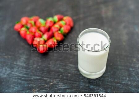 свежие клубники массив формы сердца стекла молоко Сток-фото © galitskaya