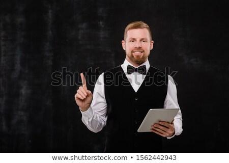 Jóvenes elegante camarero touchpad senalando cámara Foto stock © pressmaster