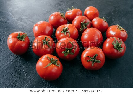 Maduro fresco vermelho orgânico tomates molhado Foto stock © vkstudio
