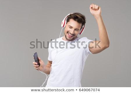 jonge · man · luisteren · naar · muziek · laptop · computer · boek · telefoon - stockfoto © photography33