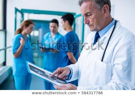 lekarza · radiolog · patrząc · xray · skanować · szpitala - zdjęcia stock © photography33