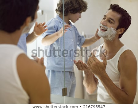 mosolyog · férfi · hab · néz · borotva · póló - stock fotó © deandrobot