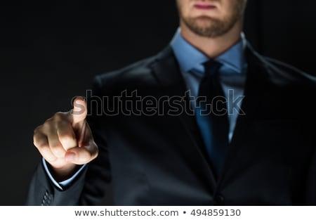 Mężczyzna wykonawczej niewidoczny faktyczny ekranu Zdjęcia stock © wavebreak_media