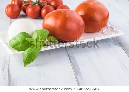 チーズ · トマト · バジル · オリーブオイル · ハーブ - ストックフォト © denismart