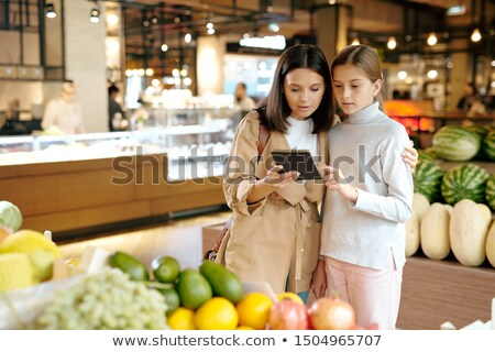 kobieta · czytania · zakupy · listy · widoku - zdjęcia stock © pressmaster