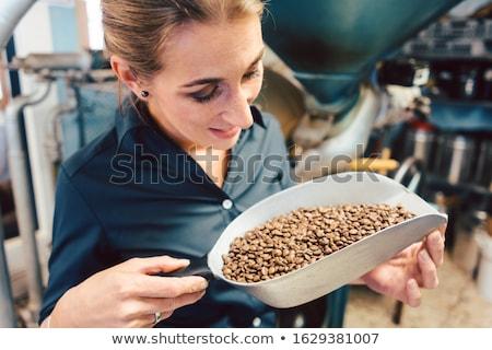 Barista nő tesztelés aroma friss kávé Stock fotó © Kzenon