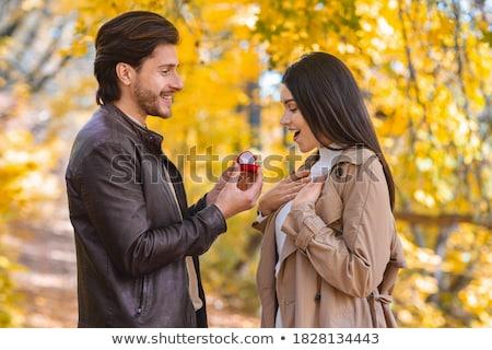 Proposta autunno parco amore uomo anello Foto d'archivio © EdelPhoto