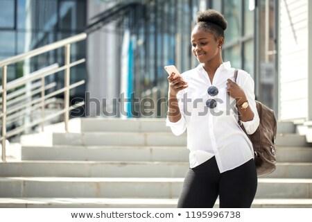 Piękna Afryki kobieta wakacje mówić komórek Zdjęcia stock © photography33