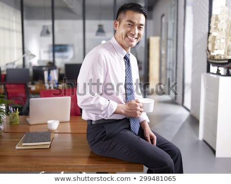 ázsiai · üzletember · teljes · öltözet · áll · elöl · modern · épület - stock fotó © szefei