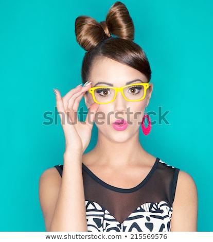 Ekspresyjny brunetka piękna portret młodych kobieta Zdjęcia stock © lithian